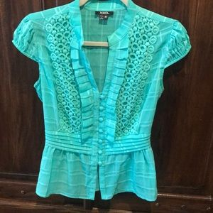Gorgeous teal green blouse with eyelet detail. ⭐️